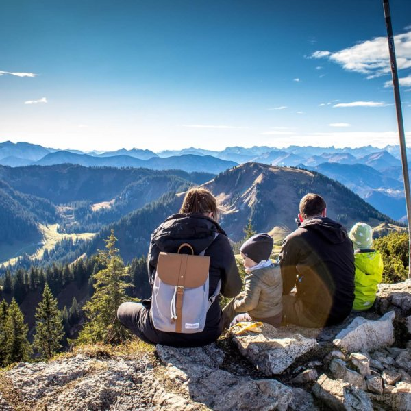 9 Amazing Benefits of Hiking - Physical, Mental and Social