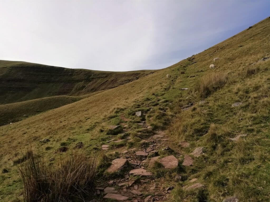 path steepens on climb to craig cwm llwch