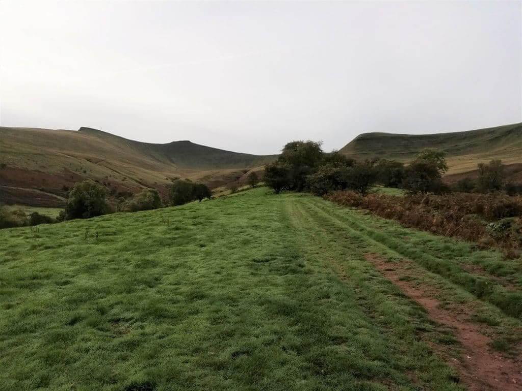 pen y fan walk towards the peaks