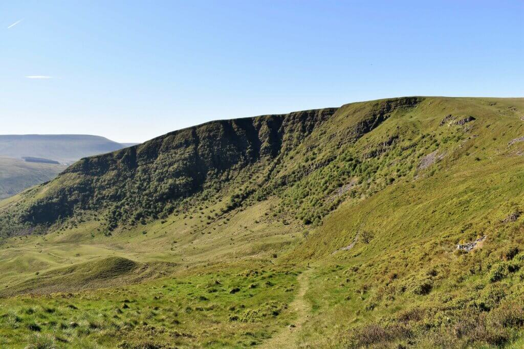 dropping into the valley of Craig Cerrig Gleisiad