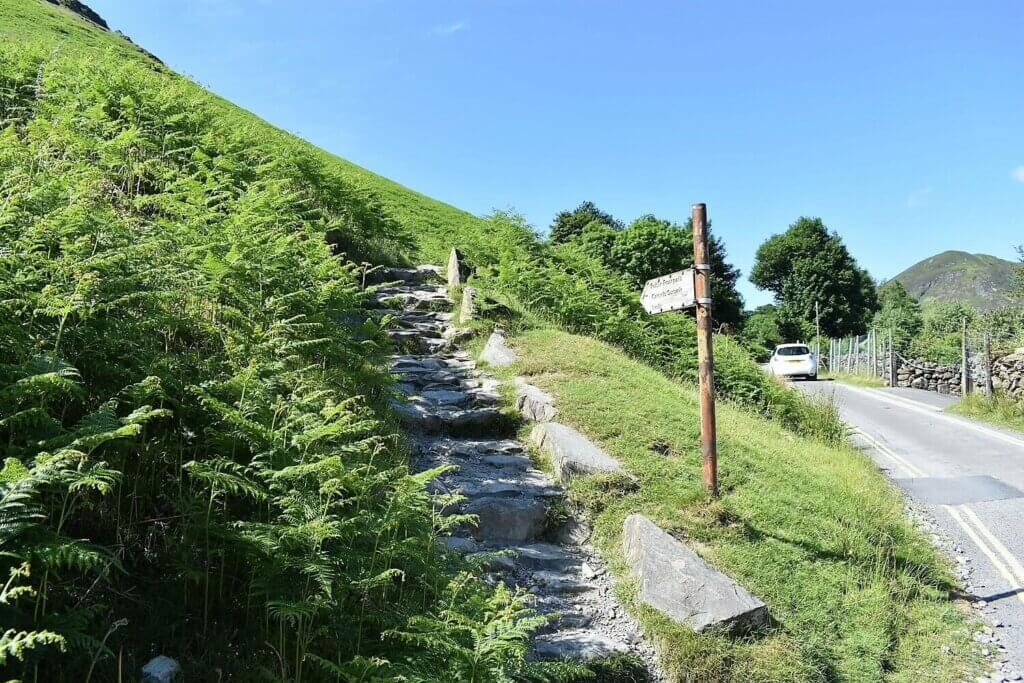 start of the main trail on the cat bells walk